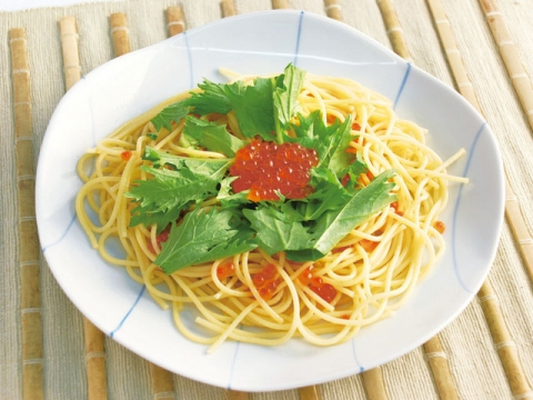 Spaghetti with Ikura and Mizuna Greens / プチプチイクラと水菜のパスタ