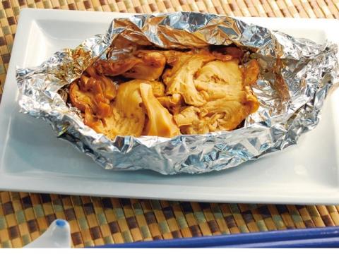 Hoiru-yaki (foil-baked matsutake) / 松茸のホイル焼