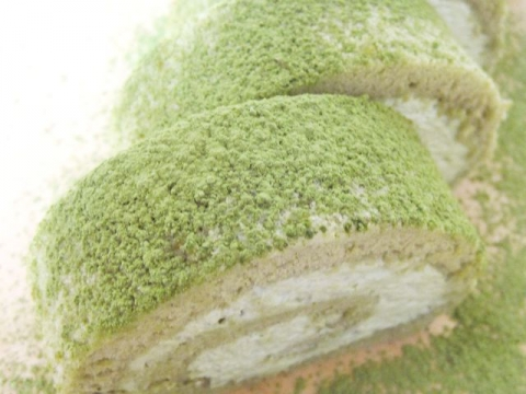 ROLL CAKE WITH TEA PODER / 粉末茶のロールケーキ