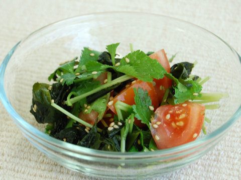 WAKAME SALAD WITH MITSUBA & TOMATO / ワカメと三つ葉とトマトのサラダ