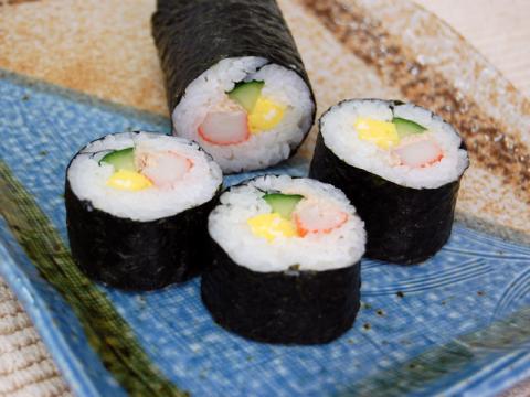 Tuna and Imitation Crab Sushi Roll</br>カニカマとツナの巻き寿司
