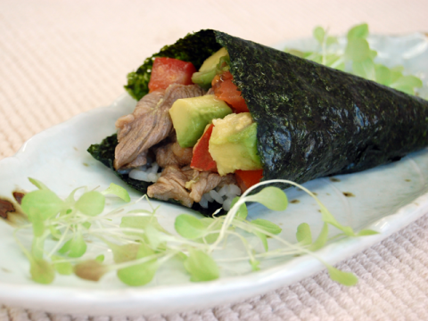 Beef Handroll Sushi牛肉手巻き寿司