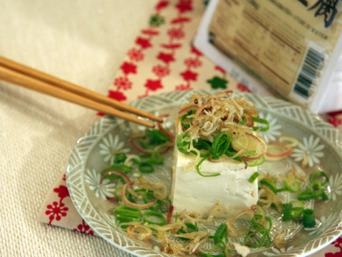 Cold Tofu with Anchovy</br>しらすのせ冷奴