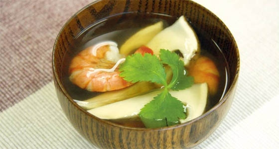 Matsutake and Shrimp in Clear Broth<br>松茸と海老のお吸い物